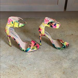 Steve Madden Marlenee multi color heeled sandal